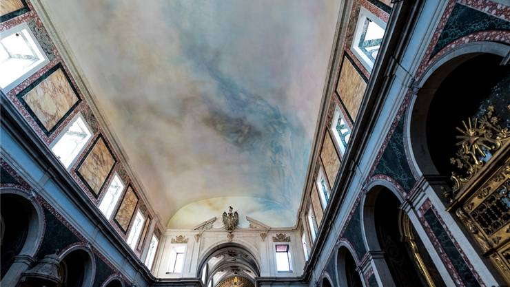 Bibersteins Himmel: Die Kirche Santa Isabel in Lissabon erstrahlt im sprühenden Farbregen des Schweizer Künstlers.
