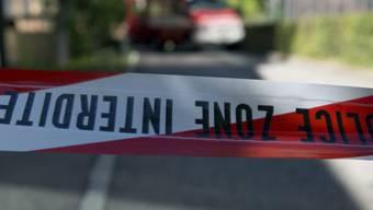 Ein Absperrband der Polizei Bern (Archiv)