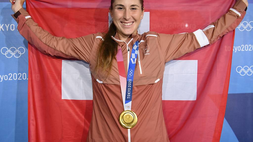 Triumph nach Rückschlägen: Belinda Bencic mit Olympia-Gold und Schweizer Flagge