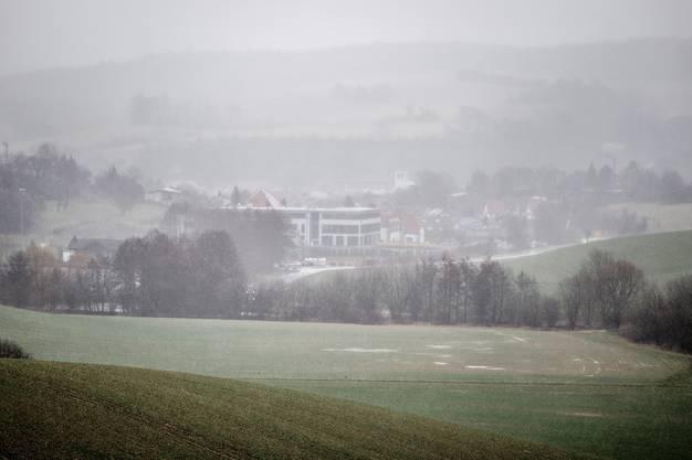 Im Kraichgauer Nebel versteckt sich das moderne Leistungszentrum der TSG Hoffenheim in Zuzenhausen.