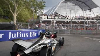 Der neuseeländische Formel-E-Fahrer Mitch Evans im Kreisel beim Bärengraben