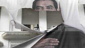 Zerrissenes Plakat des frühreren Tunesischen Präsidenten Zine El Abidine Ben Ali