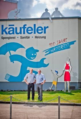 Die Brueder Paul (links) und Bruno Kaeufeler der Fimra Kaeufeler Sanitaer in Wettingen gehen fortan getrennte Wege