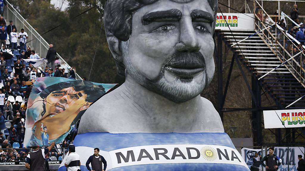 Maradona bei Gimnasia als Held empfangen