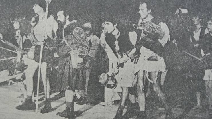 An der Badenfahrt im August 1977 spielte der damals 23-jährige Beat Nobs (ganz rechts im Bild) als helvetischer Krieger beim Festspiel «Siegawyn und Ethelfrieda» mit.