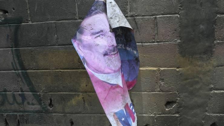 Fahne mit Konterfei von Präsident Nicolás Maduro - Amnesty International fordert ein internationales Strafverfahren gegen Maduro wegen schwerer Menschenrechtsverletzungen. (Archivbild)