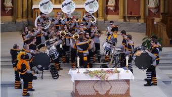 Ein Bild, das mittlerweile in Balsthal zur Tradition gehört: Die Büttysuger treten im Chorraum der Kirche auf.
