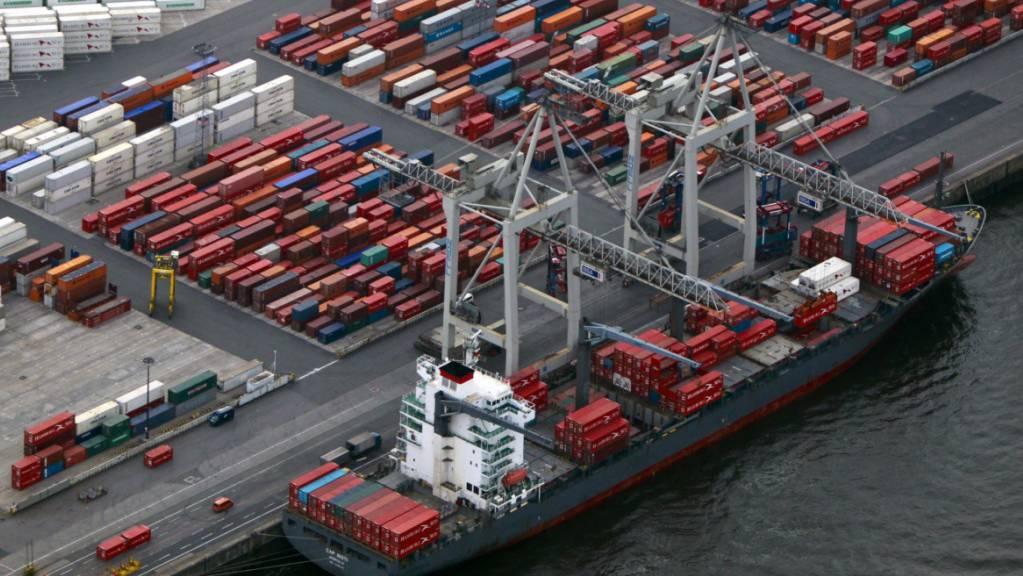Die Weltwirtschaft - und mit ihr der Welthandel - sind nicht mehr so schwungvoll unterwegs. Das hat auch Auswirkungen auf die Schweiz. (Archivbild)