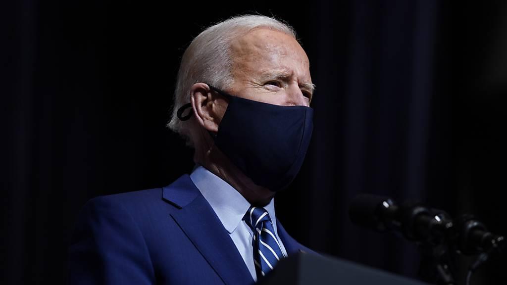Joe Biden, Präsident der USA, spricht während eines Besuchs im Nationalen Gesundheitsinstitut. Foto: Evan Vucci/AP/dpa