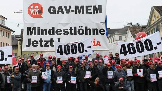 Angestellte der MEM-Industrie demonstrieren in Winterthur für faire Mindestlöhne