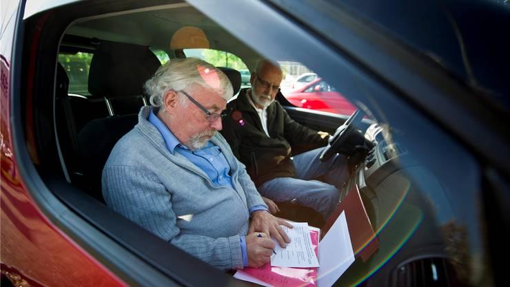 Probefahrt beim Verkehrsmediziner: Gibt ein Kandidat nach nicht bestandenem Test den Fahrausweis freiwillig ab, kommt er mit 400 Franken davon. Sonst wirds teuer. Keystone