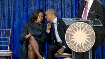 """Neue Serie über einen vollkommen unvorbereiteten US-Präsidenten Trump: Michelle und Barack Obama produzieren die Netflix-Adaption des Buches """"Erhöhtes Risiko""""."""