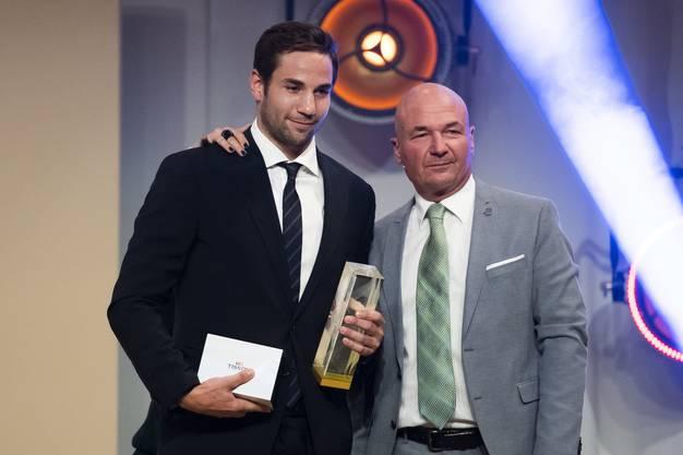Auch Simon Moser (links) vom SC Bern soll zu den Spitzenverdienern im hiesigen Eishockey zählen.