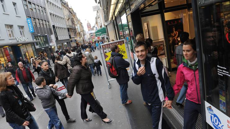 Ewiger Streitpunkt Ladenöffnungszeiten: Wie lange soll man in der Freien Strasse shoppen dürfen?