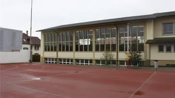 Die Doppelturnhalle der Schulanlage Zentrum soll zu Schulzimmern umgebaut werden.
