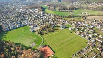 Der Stadtteil Rohr mit der Sportanlage Winkel (linke Bildhälfte) aus der Luft betrachtet.