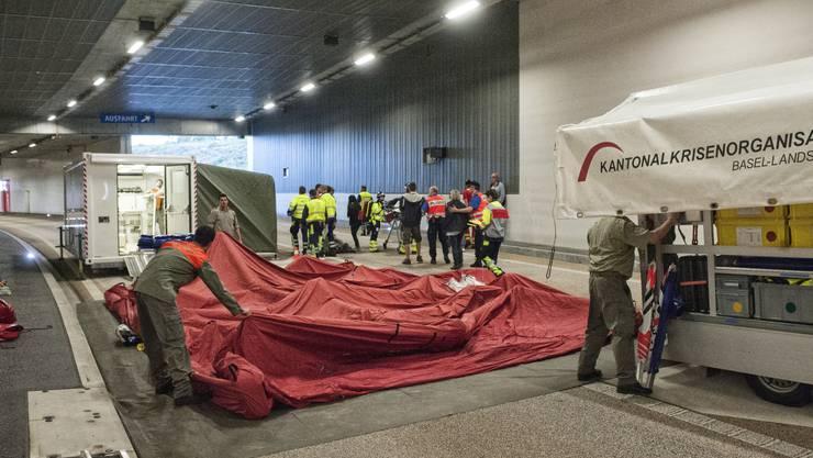 Grosse Katastrophenübungen (hier im Schönthal-Tunnel 2015) inszenierte der Kanton früher öffentlichkeits- und medienwirksam. Der neue Chef des Krisenstabs gilt hingegen als medienscheu.