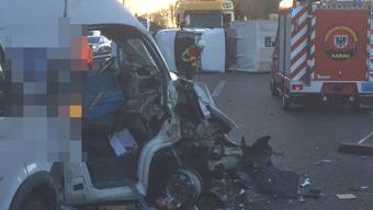 Unfall: Lieferwagen blockiert A1