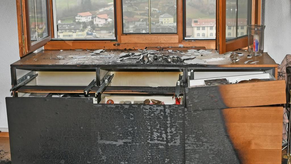 Wegen brennendem Adventskranz: Zwei Senioren im Spital