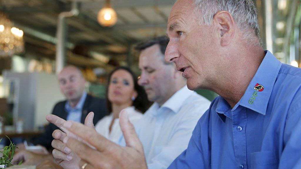 Firmenchef Hansruedi Wandfluh (im Vordergrund) muss 20 Personen entlassen. (Archivbild)