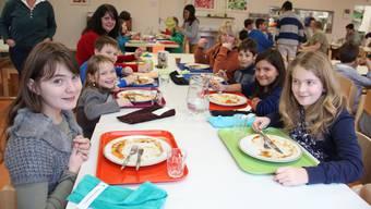Der Mittagstisch Junkholz bietet frisch zubereitetes Essen – den Kindern scheint das zu schmecken.