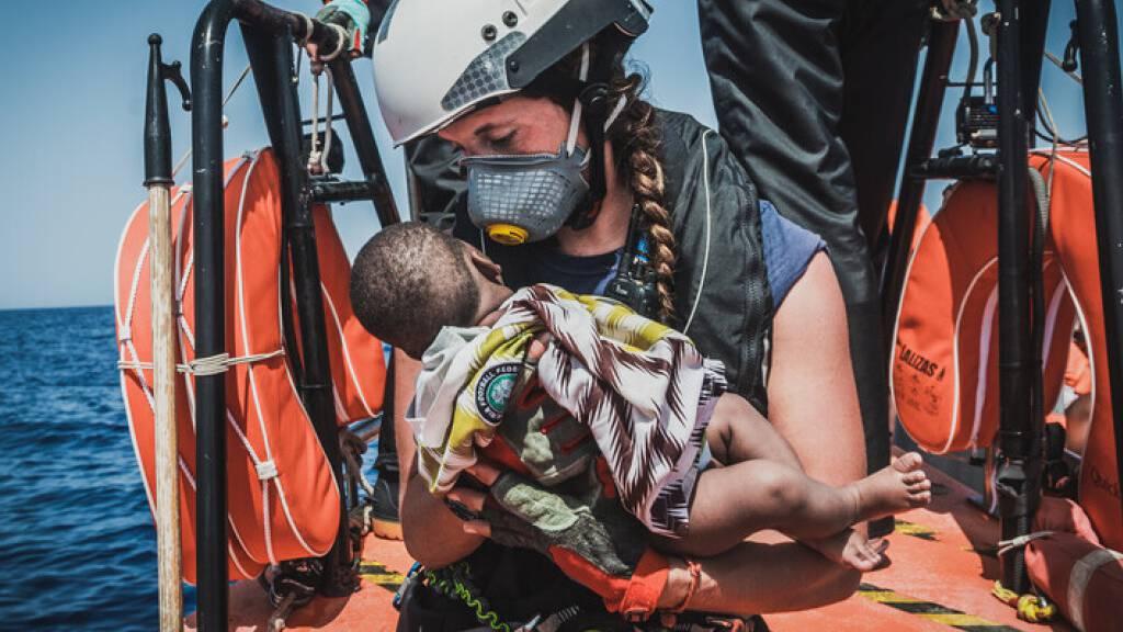 Hunderte Migranten im zentralen Mittelmeer gerettet
