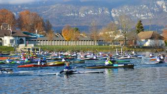 Kanuten unterschiedlichsten Alters sind in Solothurn in die Wintercupserie gestartet.