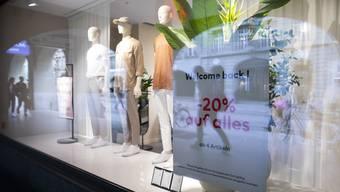 Die Nachholeffekte aufgrund des Lockdowns nehmen laut den Ökonomen der Credit Suisse beim Konsum bereits wieder ab. (Symbolbild)