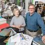 Das Geschäftsführer-Ehepaar Esther und Reinhard Niederer in der Druckerei in Suhr.