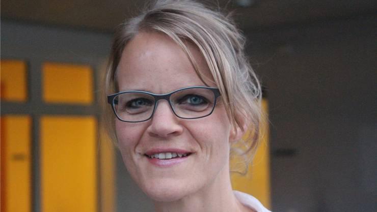 Die 43-Jährige ist seit diesem Jahr Gemeindeammann von Reitnau. Sie ist seit 2015 im Gemeinderat. Mit 327 Stimmen erzielte sie das mit Abstand beste Ergebnis der Gemeinderatswahlen für die fusionierte Gemeinde Reitnau. Sie ist Familienfrau und arbeitet 20 Prozent in einem KMU in der Region. Sie hat sechs Kinder.