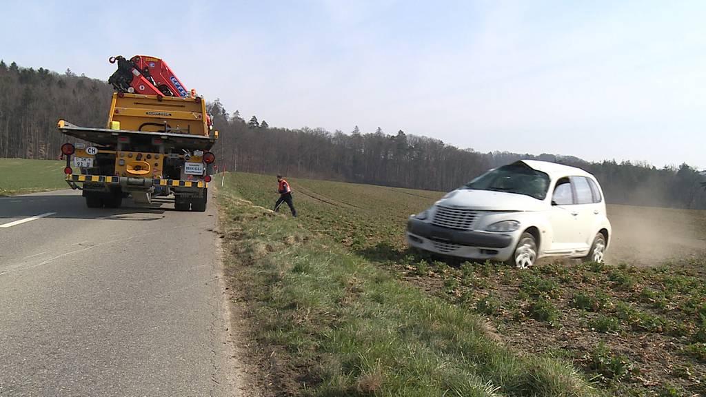 Stadt Schaffhausen: Auto überschlägt sich bei Selbstunfall - und landet in Feld