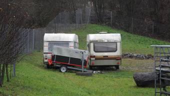 Die beiden Wohnmobile stehen auf dem Werkhof Tyslimatt in Urdorf.