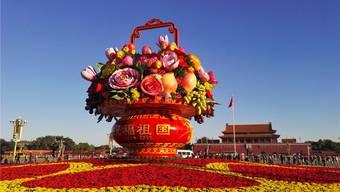 Einen Strauss zum 19. Parteikongress: Der Tian'anmen-Platz in Peking, bedeckt mit Blumen. Imaginechina/Keystone