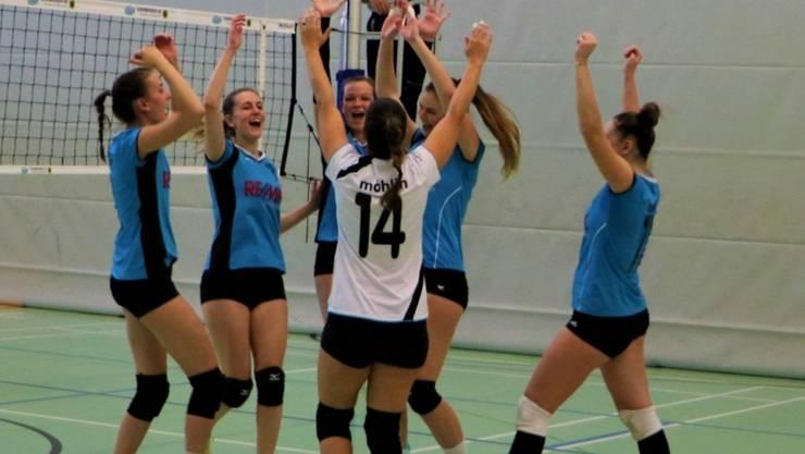 Das Damen 1 unter Leitung von Fränzi Kasper feiert seinen Sieg im Lokalderby gegen Volley Smash Laufenburg-Kaisten.