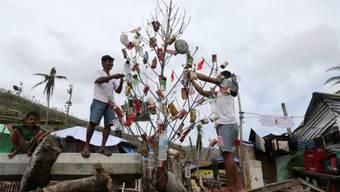 Philippinische Taifun-Opfer feiern Weihnachten zwischen Trümmern
