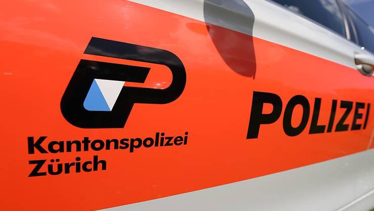 Die Kantonspolizei Zürich hat in Wädenswil ZH einen der meistgesuchten britischen Betrüger verhaftet. Der Mann hatte in England eine Frau um über eine Million Franken erleichtert und war dann jahrelang untergetaucht.