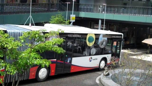 Hier windet sich ein Bus durch den Badener «Blinddarm».