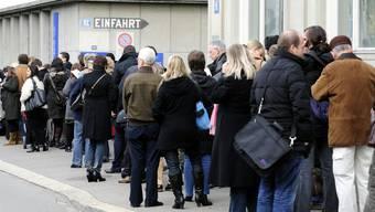 Als der Schweinegrippe-Impfstoff endlich da war, herrschte vor dem Impfzentrum der Uni Zürich Grossandrang.