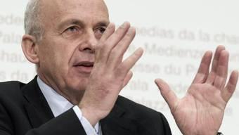 Verteidigungsminister Ueli Maurer fand am neuen Velo lediglich einen Mangel: Der Sattel war nicht wasserdicht (Symbolbild)