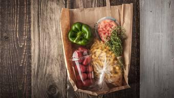 Besonders bei verderblicher Ware hat Plastik als Verpackungsmaterial ökologische Vorteile.