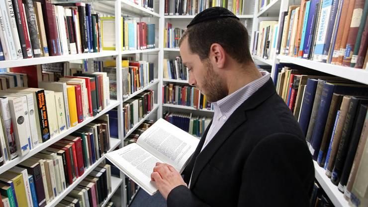 Ein Angestellter der Hochschule für jüdische Studien. (Symbolbild)