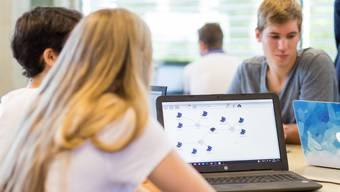 Informatikunterricht in der 2. Klasse Gymnasialstufe in der Neuen Kantonsschule Aarau, aufgenommen nach der Medienkonferenz zum Schuljahresbeginn 2017/18 am 14. August 2017.