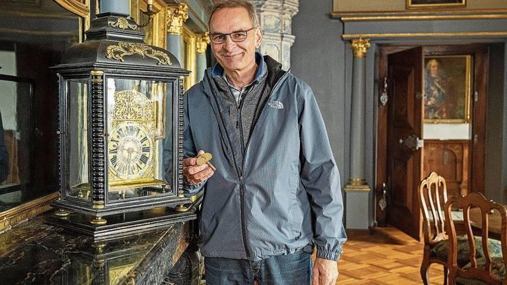 Wenn Erland Eichmann alle 14 Uhren im Schloss aufzieht, geht es los mit der Saison. Über 100 Schlüssel braucht es im Schloss. Seit 2011 gehört die Wildegg dem Kanton Aargau.