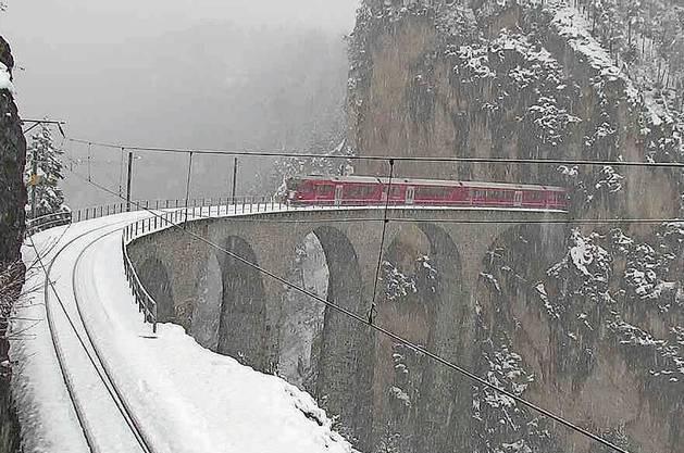 Rekordtief verschneit: Fuldera – Ortsteil der Talschaft Val Müstair. Bild: Screenshot/chm
