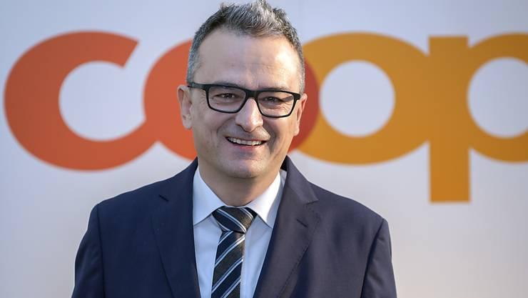 Joos Sutter, Vorsitzender der Geschaeftsleitung von Coop und Leiter Direktion Retail, laechelt vor der Bilanzmedienkonferenz in Muttenz.