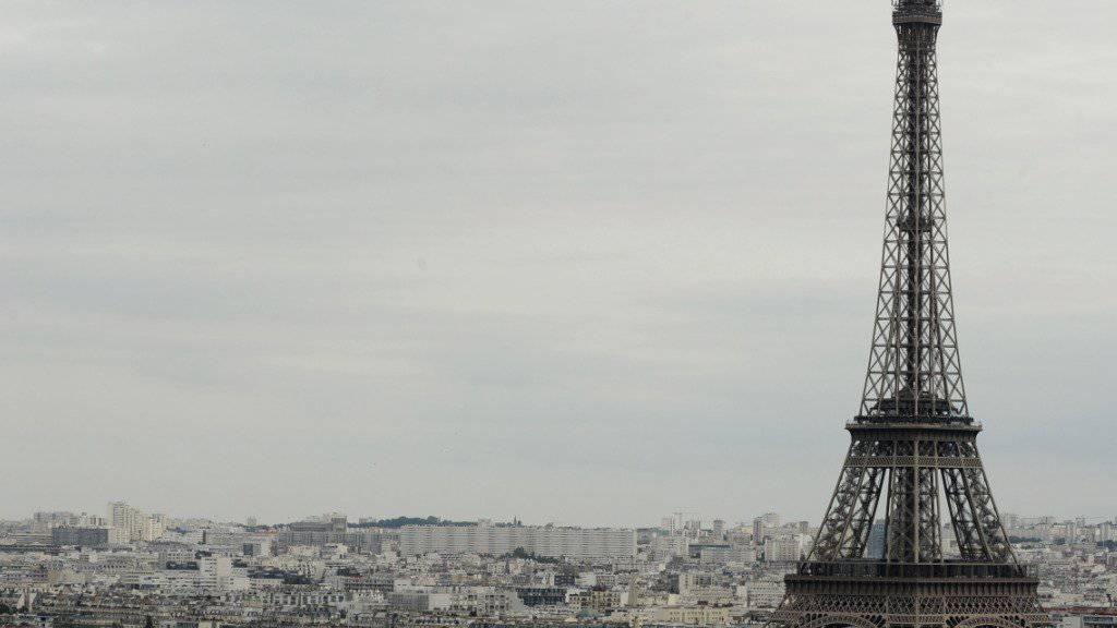 Der Eiffelturm in Paris bleibt am Dienstag aus Sicherheitsgründen geschlossen. (Archiv)