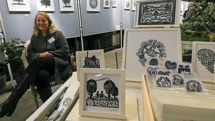 Lisa Jost aus Frick ist mit ihren filigranen Papierschnitten in Au-Veltheim zu Gast.