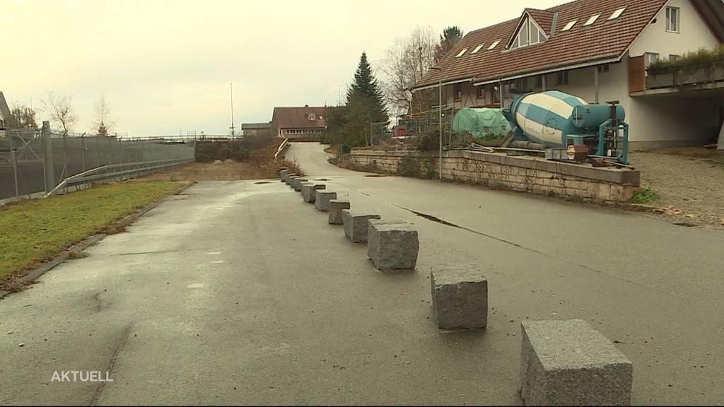 Gemeinde blockiert Zufahrt auf Firmengelände