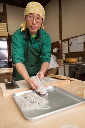 Leckere Soba-Nudeln: Wie man sie selber machen kann, lernt man im Kiso-Tal.