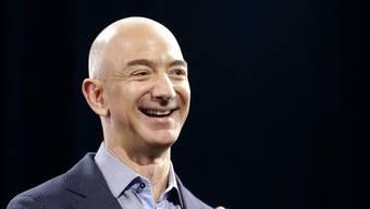 Amazon-Chef Jeff Bezos (Bild) hat dem Microsoft-Gründer Bill Gates den Rang als reichster Mensch der Welt abgelaufen. (Archivbild)